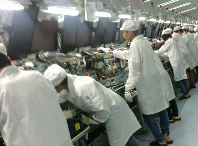 Tanie komputery na koszt pracowników fabryk sektora IT wChinach