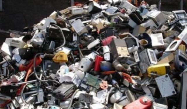 Przełomowy wyrok: handlarz eksportujący elektroniczne śmieci do Afryki za kratkami