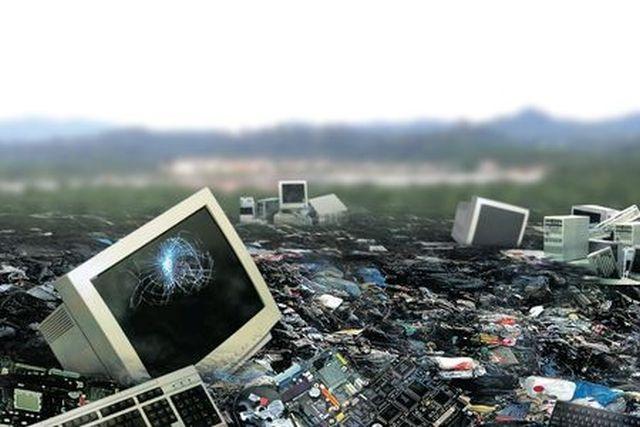 Unia Europejska wzywa Polskę iSłowenię do przyjęcia ustawy dotyczącej recyklingu zużytego sprzętu elektrycznego ielektronicznego.