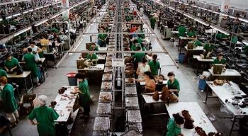 """""""Praca za grosik"""", czyli jak pracuje się wEuropie? Nowy raport Fundacji Kupuj Odpowiedzialnie"""